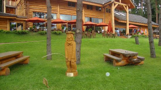 IDW Esperanza Resort : Main Building. Amazing wood Fisherman is catching a gold fish!