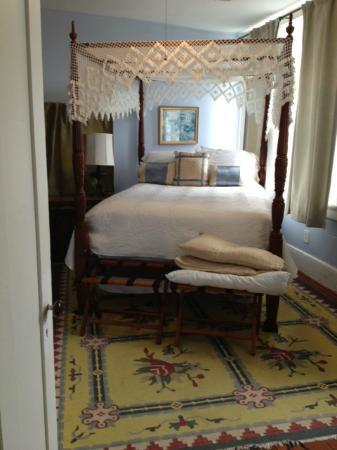 Palmer Home Bed and Breakfast: Queen bedroom in Carriage House