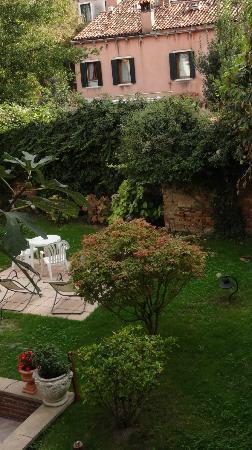 Santa Margherita Guesthouse: Garden