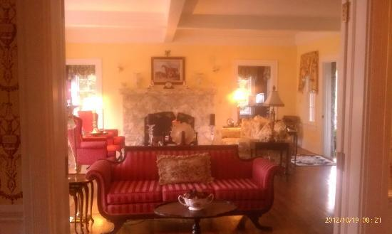 Pinebrook Manor B&B Inn: Sitting Room