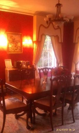 Pinebrook Manor B&B Inn: Coffee and tea room