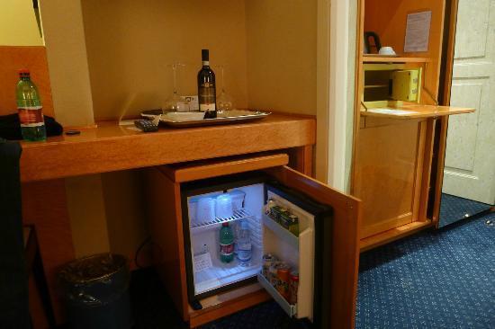 Hotel Artemide: Frigobar Free