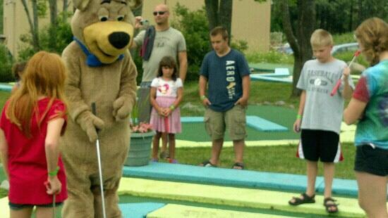 Jellystone Park of Western New York: Mini-Golfing with Boo Boo!