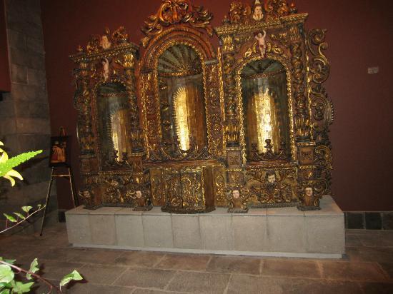 JW Marriott El Convento Cusco: Artifacts from Church