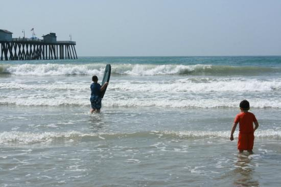The Little Inn by the Beach: Pier boogie boarding