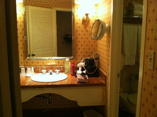 The Pfister Hotel: tiny bathroom