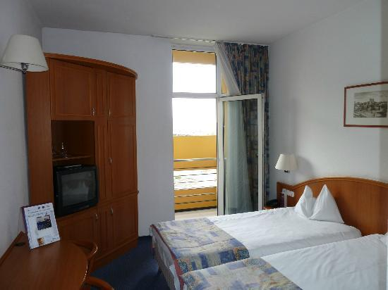 Mercure Budapest Duna: Bedroom View 1