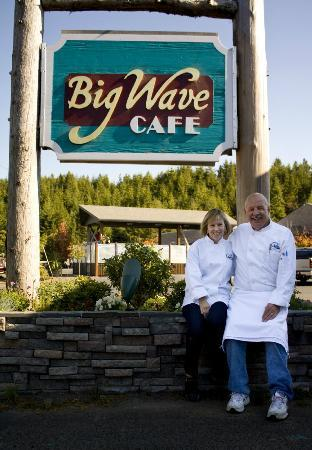 Big Wave Cafe : Owners Carol and Brian Williams