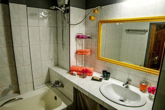 Serenite Guesthouse: bathroom 2