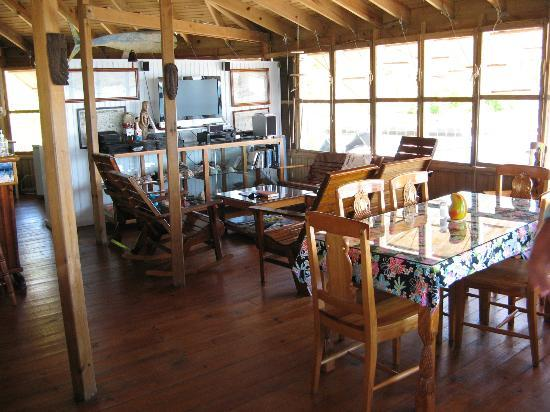 Mango Creek Lodge: Another view of the dining room