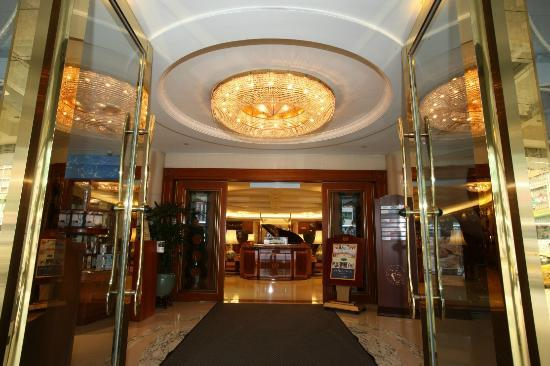 Evergreen Laurel Hotel Taipei: Hotel Front Door