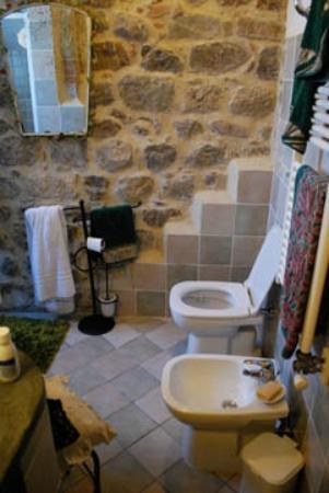 Residence Selvatellino: stylish and useful bathroom.