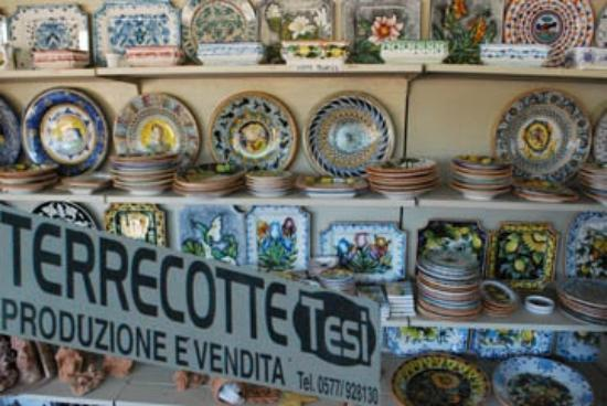 Residence Selvatellino : Great shopping near by, including nice Siena Pottery.