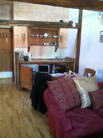 Castle View Apartments: Kitchenette