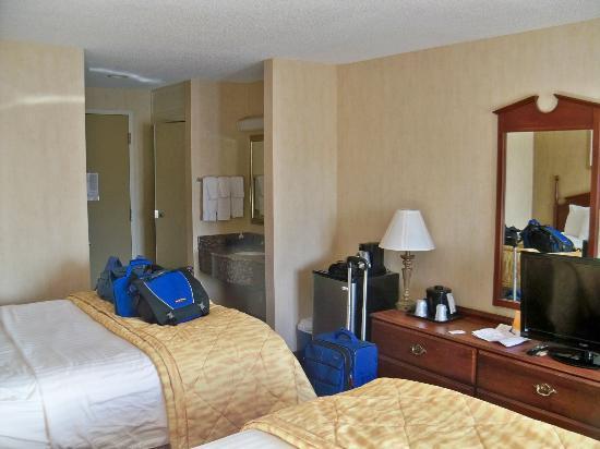 La Quinta Inn Buffalo Airport: Room.