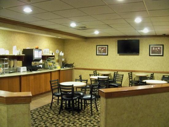 La Quinta Inn Buffalo Airport: Breakfast area.