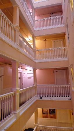 San Francisco International Hostel - Six floors of rooms