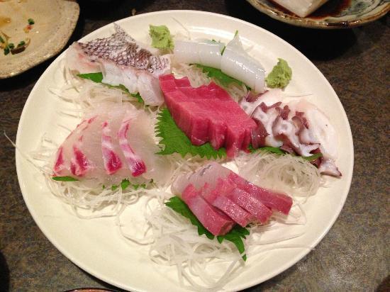 Maruya: Sashimi plate