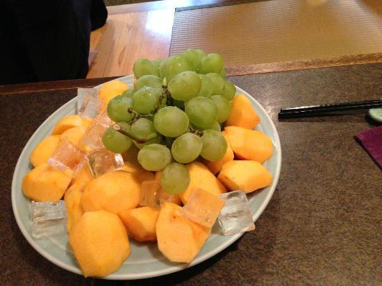 Maruya : Grapes and Persimmon Platter