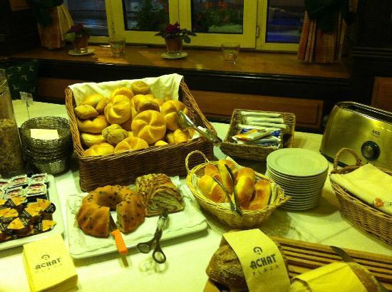 ACHAT Plaza Zum Hirschen: Breakfast