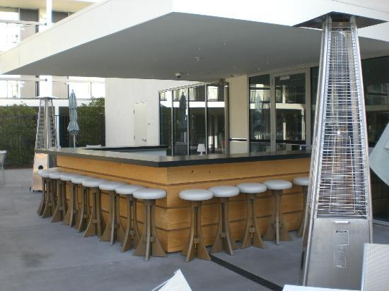 Hotel Paradox, Autograph Collection: Outdoor bar by the pool