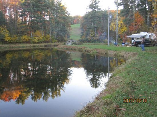 Montebello Camping and Fishing Resort: Lakeview with a Camper