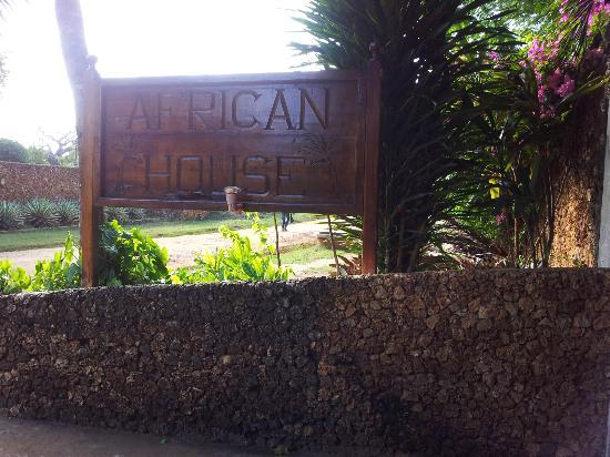 African House Resort: Entrance to African House
