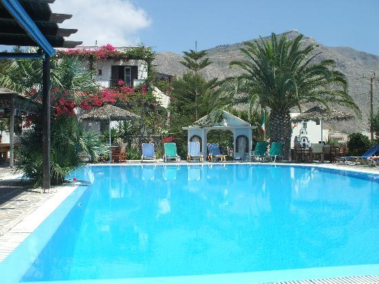 Holiday Beach Resort: the pool