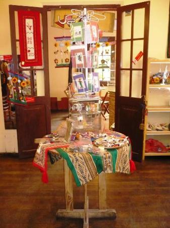 Cafe Casa Verde: handicrafts...