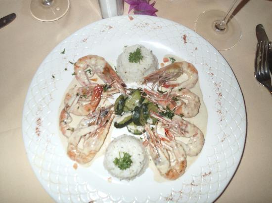 LA PLANTATION DE MOOREA : Moorea shrimp in whiskey sauce.