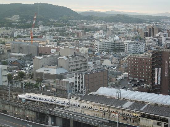 Hotel Granvia Kyoto: Shinkansen leaving, seen from room
