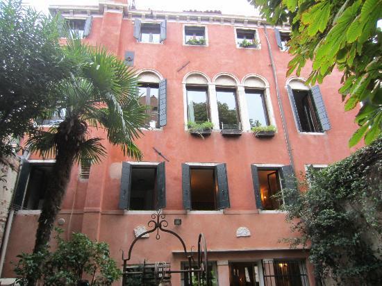 Palazzetto da Schio: Building from the garden