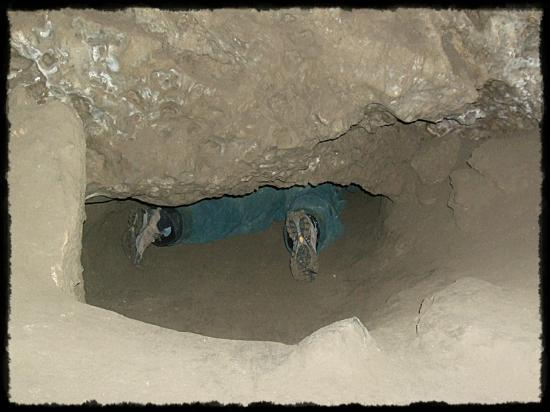 Rat's Nest Cave at Canmore Caverns: Squeezing into the adjacent chamber.