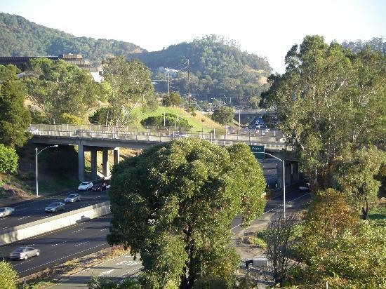 Four Points by Sheraton San Rafael: View of 101 freeway south into SF from 4th flr of Four Points San Rafael