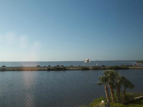 Holiday Inn Express Tampa - Rocky Point Island: View of Bay