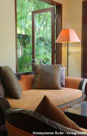 The Pavilions Bali: Living area of Honeymoon Suite villa