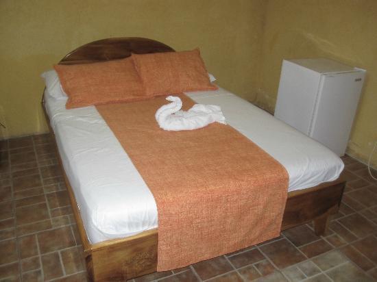 Brisas Arenal Hotel : una de las camas