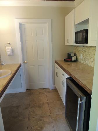 ميرلين جيستهاوس: area between bathroom and bedroom area