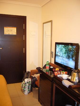 H10 Universitat Hotel: Room