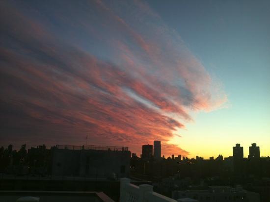 Prive: プリヴェのお部屋からの実際の眺め!! 前面窓で朝日も夜景も両方毎日24時間楽しめます!