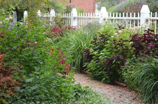 Prescott Park: garden party?