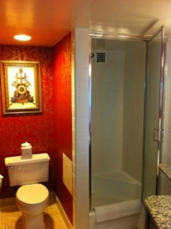 Georgetown Inn: 407 bathroom