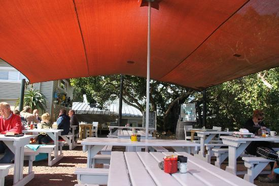 East Head Cafe: Outdoor seating