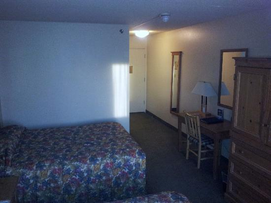 Coast International Inn: room