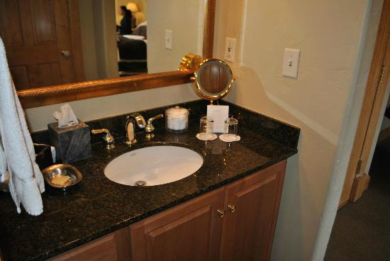 Lodge & Spa at Cordillera: Sink area