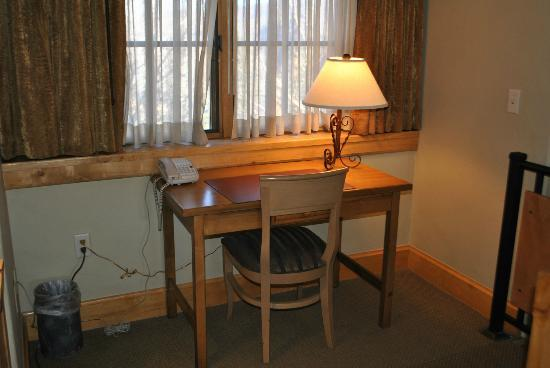 Lodge & Spa at Cordillera: Upstairs desk
