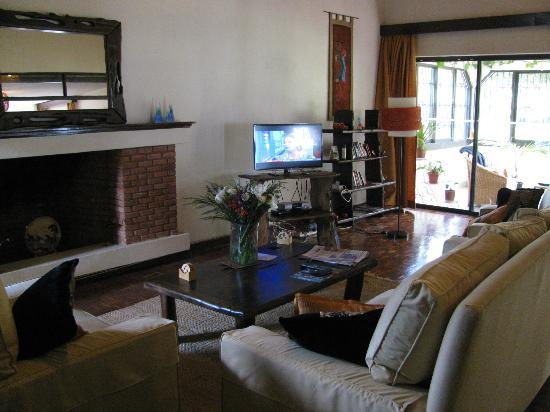 Gigiri Homestead: Shared lliving area