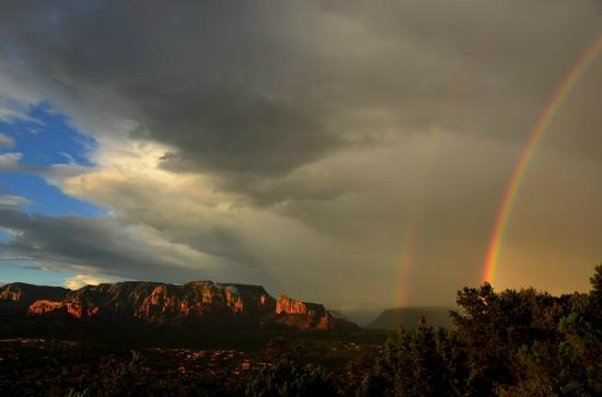 Alma de Sedona Inn Bed & Breakfast: Double Rainbow seen from Airport area!