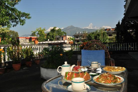 Sacred Valley Inn Pokhara: roof top garden