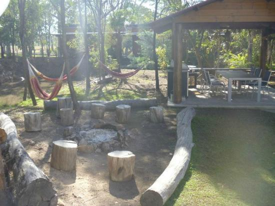 1770 Southern Cross Backpackers: The outdoor fire